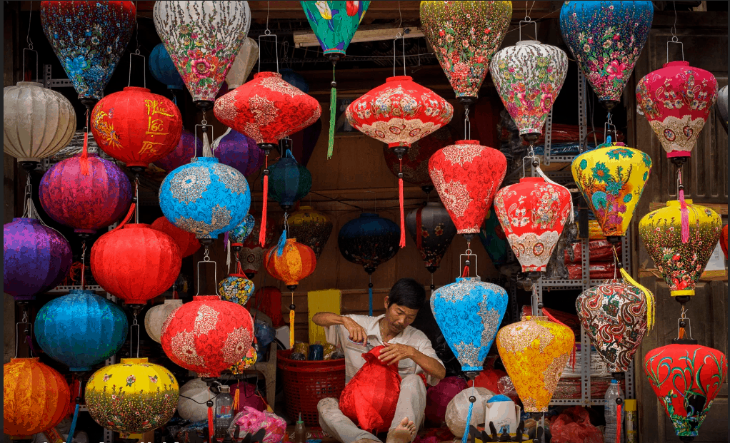 Making lanterns in Hoi An- Culture Pham Travel