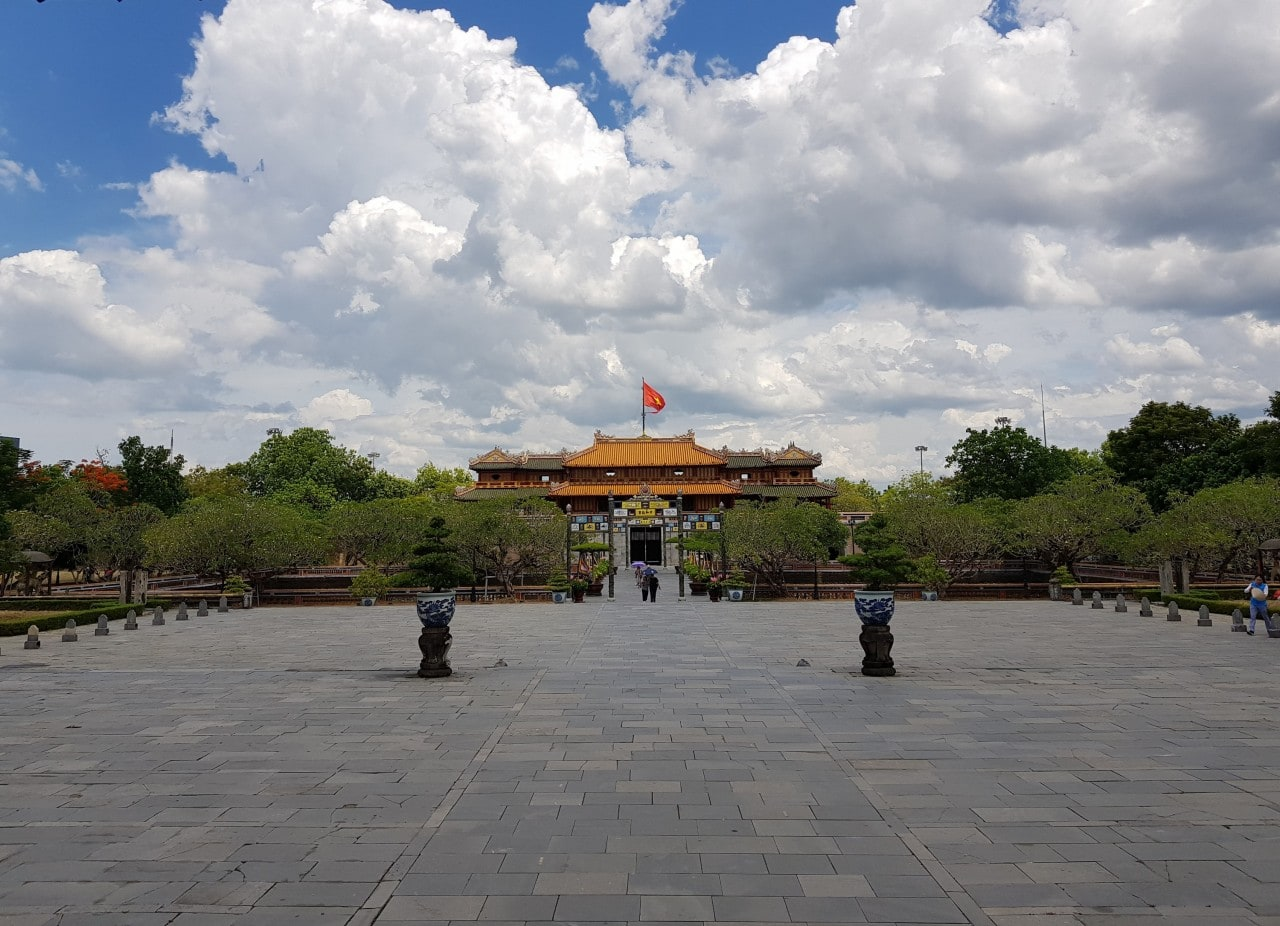 HUE CITY GROUP TOUR – DELUXE GROUP TOUR