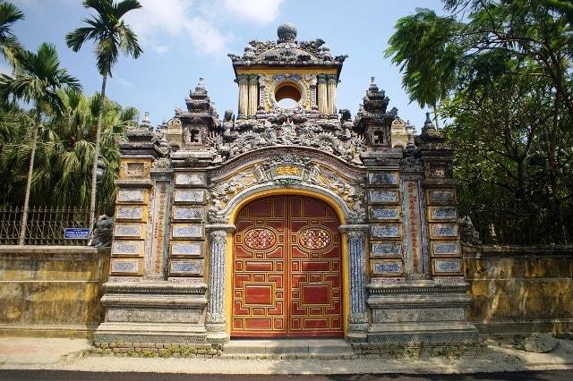 The main entrance- An Dinh Palace