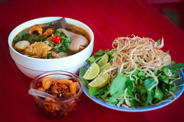 Bun-Bo-Hue-what-to-eat-in-Hue-City