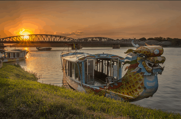 Romantic dinner on Perfume river-Culture Pham Travel