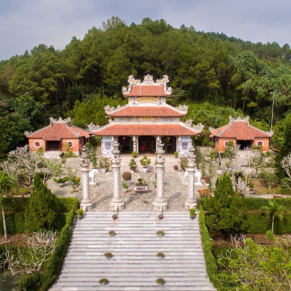 Huyen-Tran-Temple-Culture-Pham-Travel