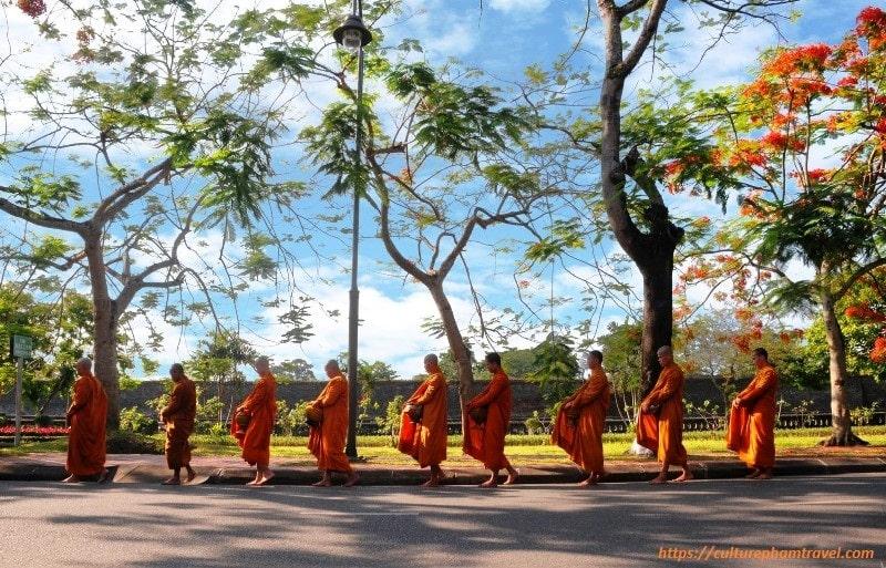 The monk at Huyen Khong Son Thuong