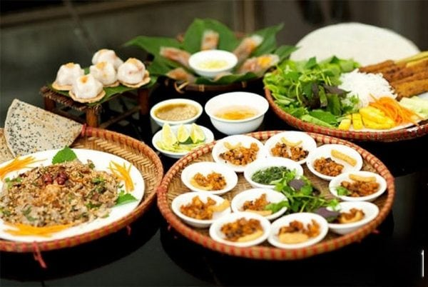 dinner on Perfume river-Culture Pham Travel