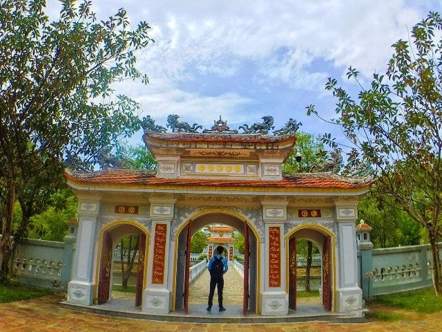 Huyen Tran Princess temple
