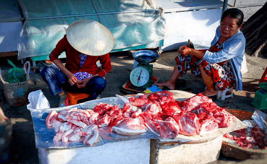 Hoi An meat market - Culture Pham Travel