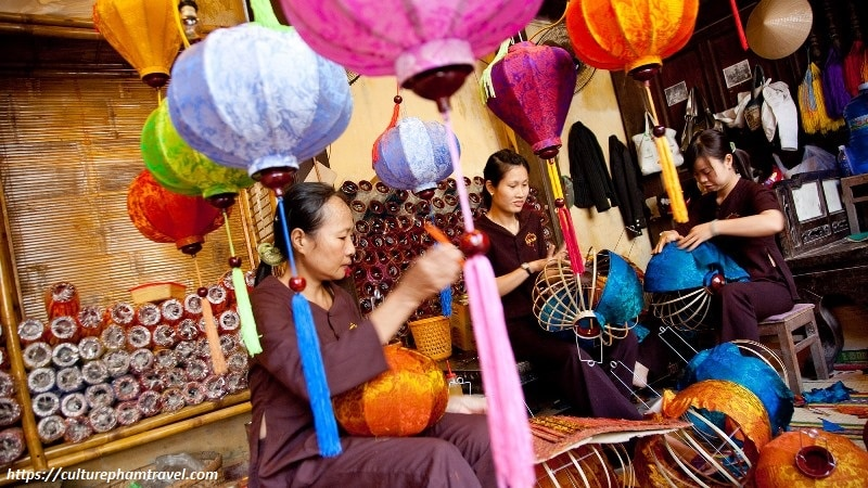 Learn how to make lantern in Hoi An