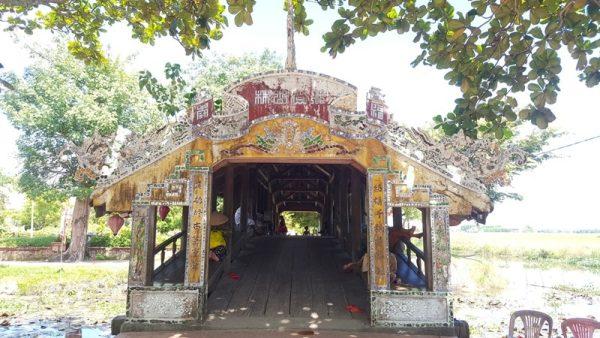 Hue cycling tour to Thanh Toan Bridge- Culture Pham Travel