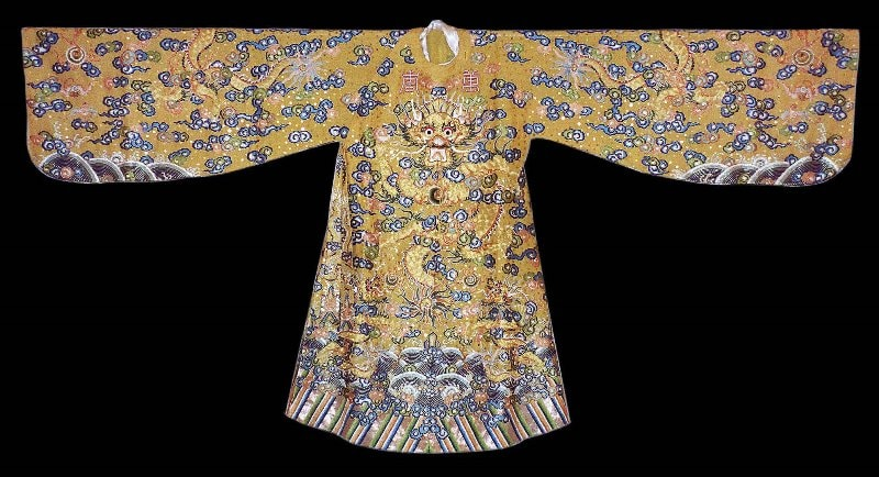 Royal Clothes- Culture Pham Travel