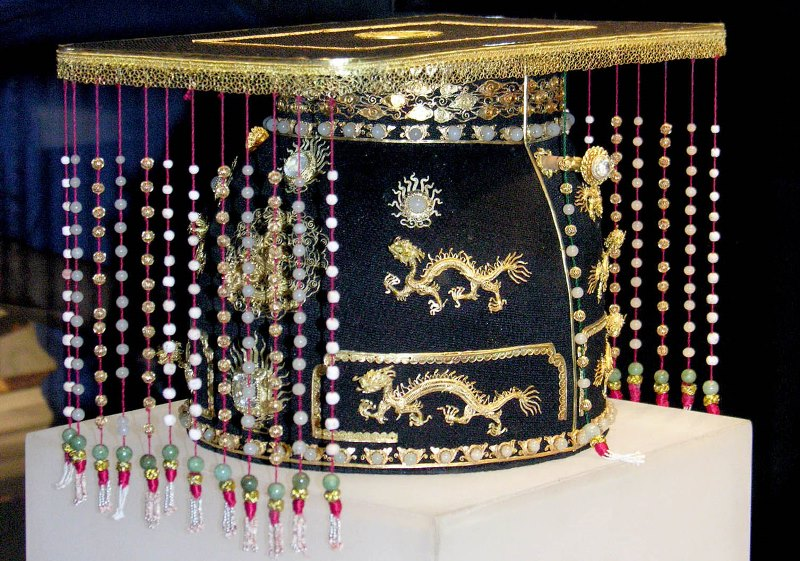 Royal Crown of the Nguyen dynasty- Culture Pham Travel