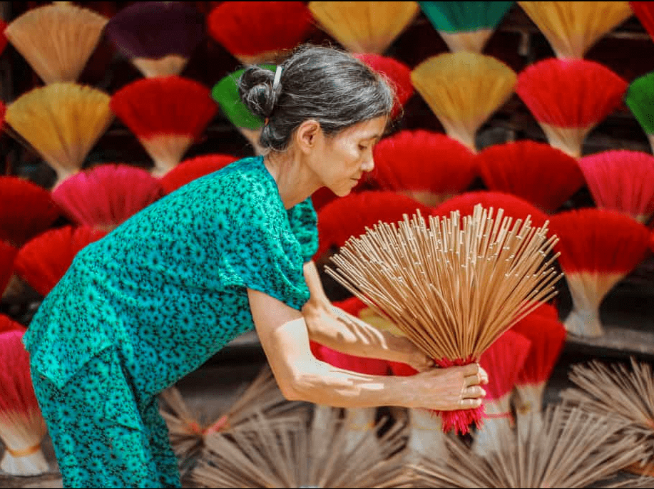Thuy Xuan Incense Village- Culture Pham Travel